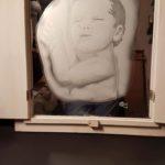 Spiegel met luiken waarin een buste gezandstraald is. ca 25 x 35 cm  Prijs indicatie € 895,--