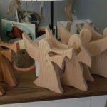 Engeltjes  gemaakt van steigerhout, eiken of Douglas. In vier vormen Zeer beperkte oplage Prijs indicatie € 44,95 per stuk